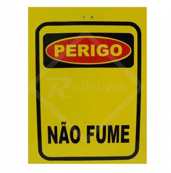 Cavalete autoportante amarelo escrito Perigo Não Fume de 40 x 30 cm em PSAi
